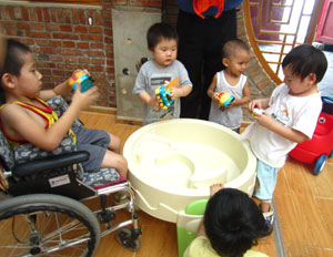 visit-china-foster-home-3